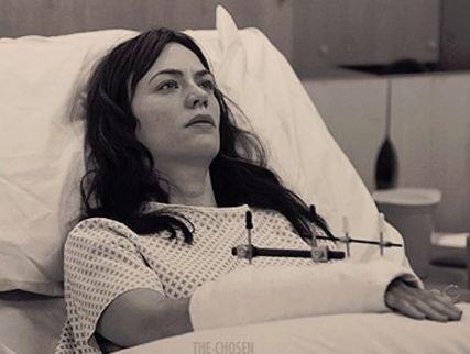 Potete osservare Maggie Siff durante la scena più espressiva di tutta la serie